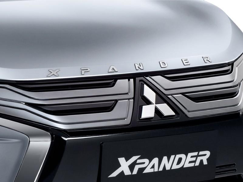 aksesoris xpander Engine hood emblem
